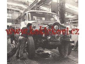TATRA 148 - FOTOGRAFIE MONTÁŽNÍ LINKY - 1977 - ROZMĚRY 160*205 MM