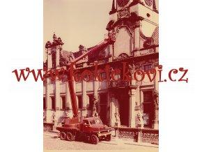 PRAGA V3S - ZVEDACÍ PLOŠINA - ORIGINÁL FOTOGRAFIE 17,5*23 CM - MILOSLAV VEVERKA FOTOGRAF-VÝTVARNÍK