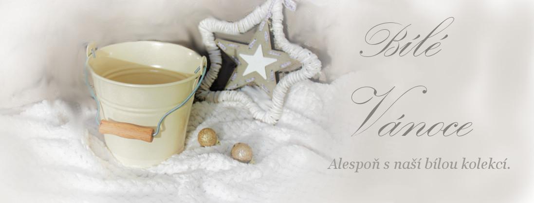 Bílé vánoce s kovovými konvemi a kolekcí
