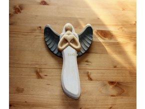 Dřevěný anděl z masivu velký barevný