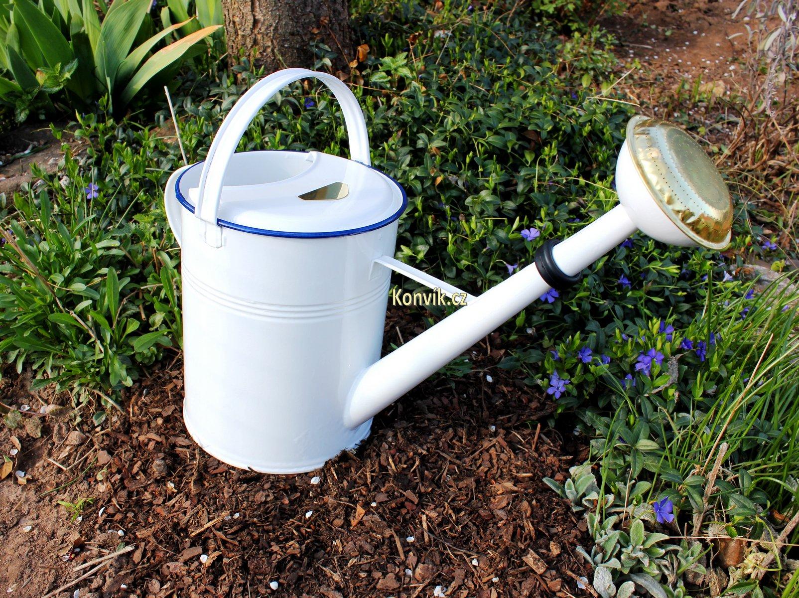 Zahradní konev bílá s modrou linkou 9l pozinkovaná