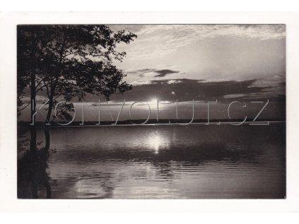Velké Dářko večerní nálada přehrada ČB foto Orbis Pha 1 6562 555 02701 F 6598 21a