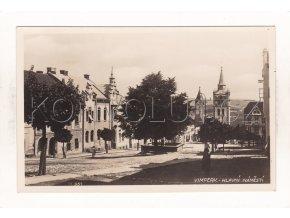 Vimperk náměstí kašna ČB foto Bromografia 11951 1a