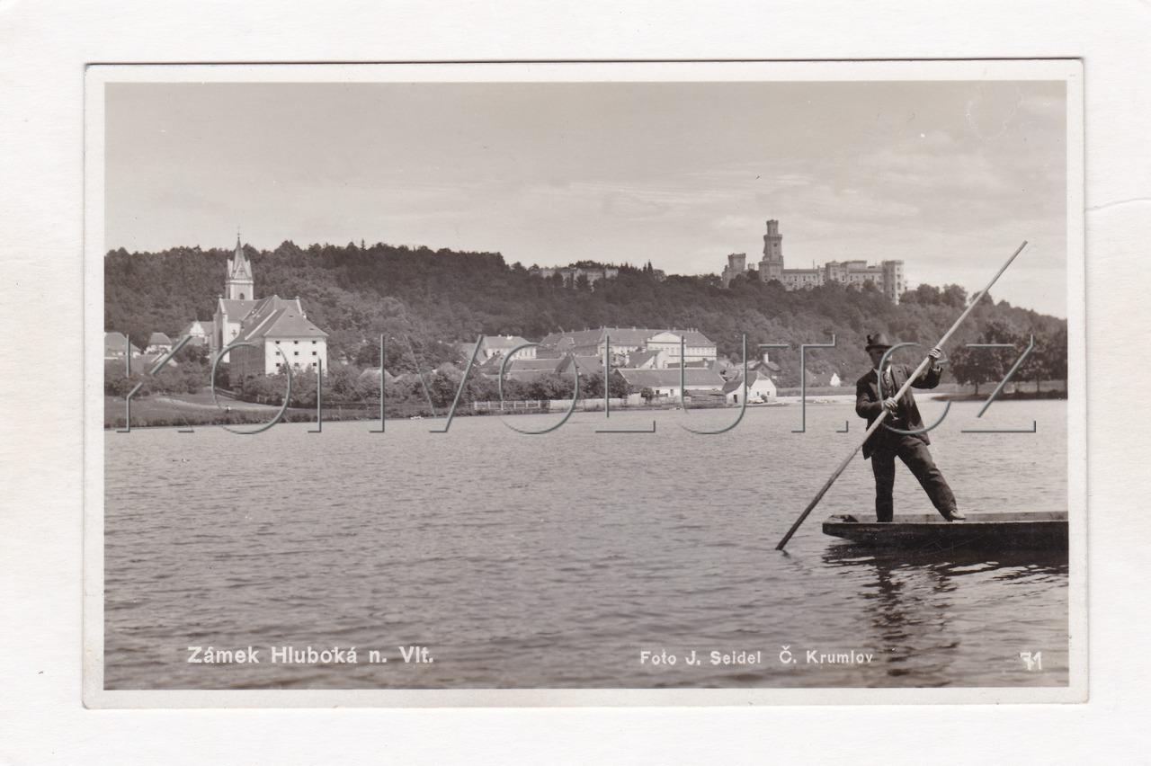 Obrázek  HLUBOKÁ NAD VLTAVOU - okres České Budějovice, rybník, postava na loďce, kostel, zámek, ČB foto J. Seidel, MF