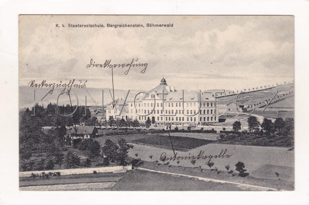 Obrázek  KAŠPERSKÉ HORY - okres Klatovy, Šumava, škola, architektura, ČB Foto, Leonhard Zipfel, MF