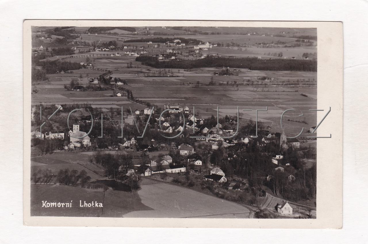 Obrázek  KOMORNÍ LHOTKA - okres Frýdek Místek, Beskydy, celkový pohled, údolí, ČB foto, MF
