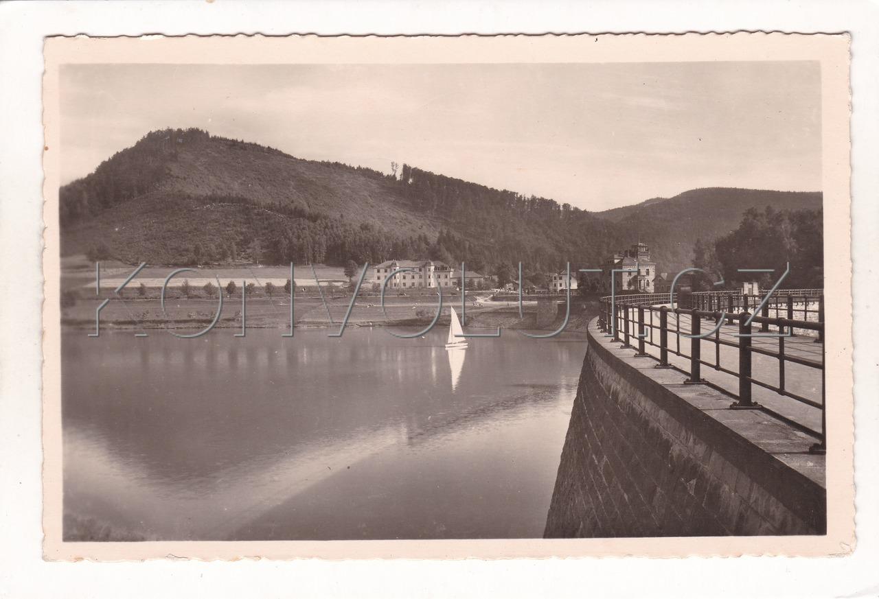 Obrázek  BYSTŘIČKA VIDČE RŮŽĎKA - okres Vsetín, přehrada, údolní nádrž, loďka, ČB foto Bittner, MF