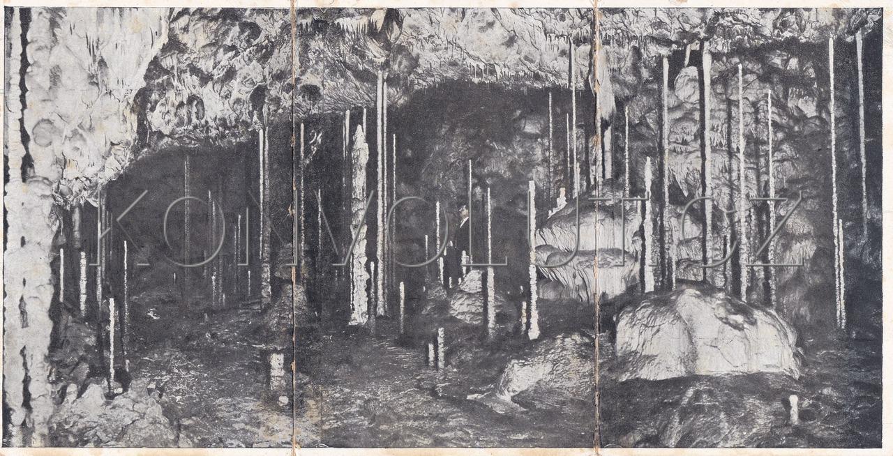 Obrázek  KATEŘINSKÁ JESKYNĚ (PUNKVA, MORAVSKÝ KRAS) - okres Blansko, jeskyňářství, speleologie, Dr. Absolon, panoramatická, 3 dílná, ČB světlotisk, MF