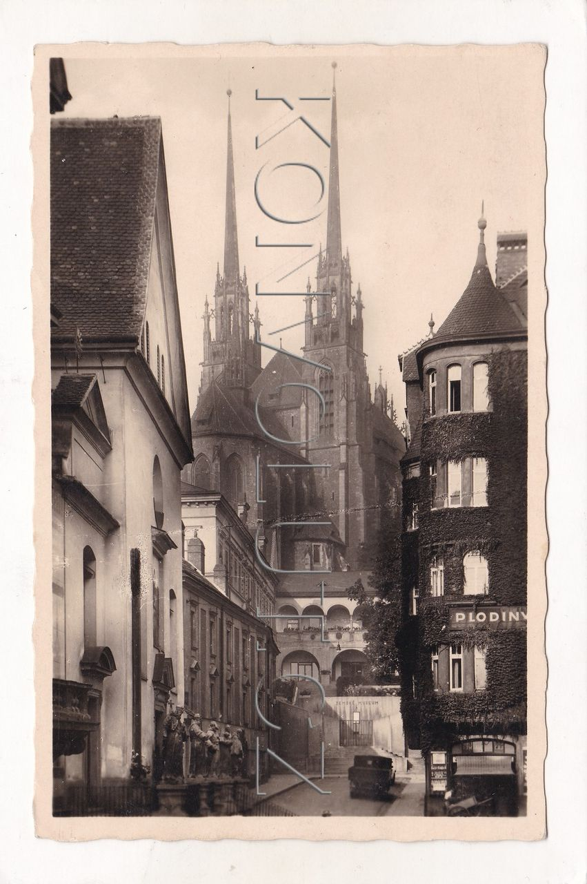 Obrázek  BRNO - okres Brno-město, Petrov, kostel, ulice, obchod, muzeum, nákladní auto, architektura, ČB foto, MF
