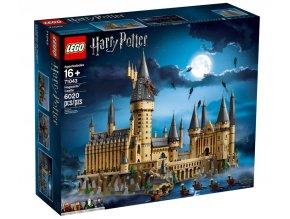 Sleduj, jak magie ožije v 71043 Bradavickém hradě od LEGO® Harry Potter™! Tato vysoce propracovaná sběratelská sada od LEGO Harry Potter má více než 6 000 dílků a nabízí zajímavé stavitelské zážitky. Součástí balení jsou památné scény ze série Harry Potter, které ti připomenou věže, věžičky, komnaty, učebny, tvory, vrbu mlátičku a Hagridovu chýši, a k tomu navíc řadu dalších kultovních prvků. A díky 4 minifigurkám, 27 mikrofigurkám studentů, profesorů a soch, a k tomu navíc 5 mozkomorům je tato sada dokonalým dárkem pro fanoušky Harryho Pottera