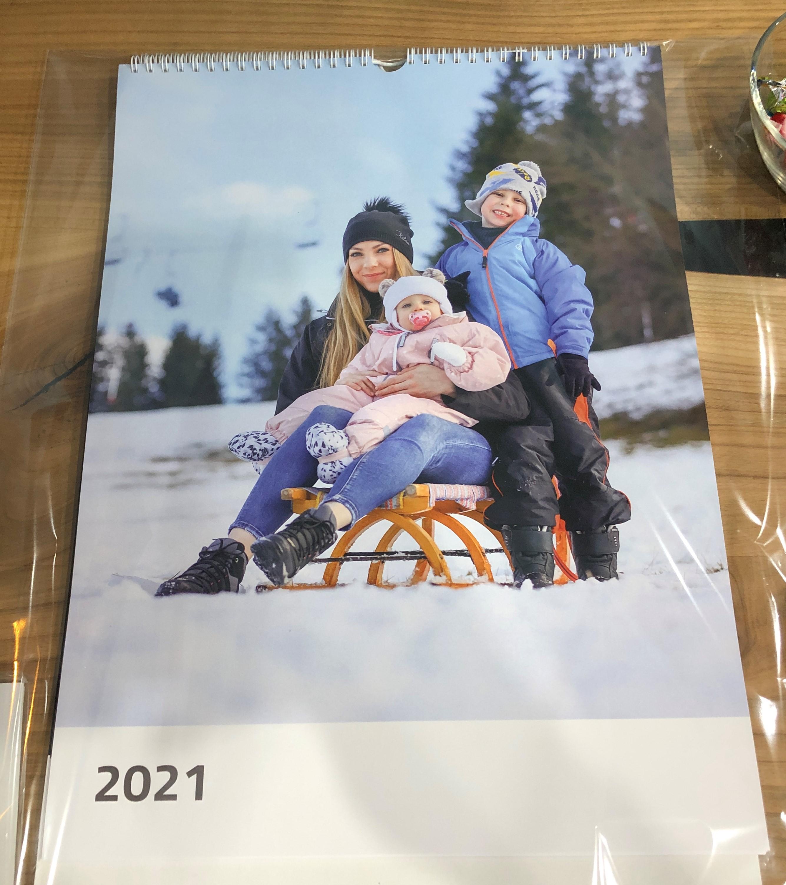 Nástěnný foto-kalendář z vlastních fotografií