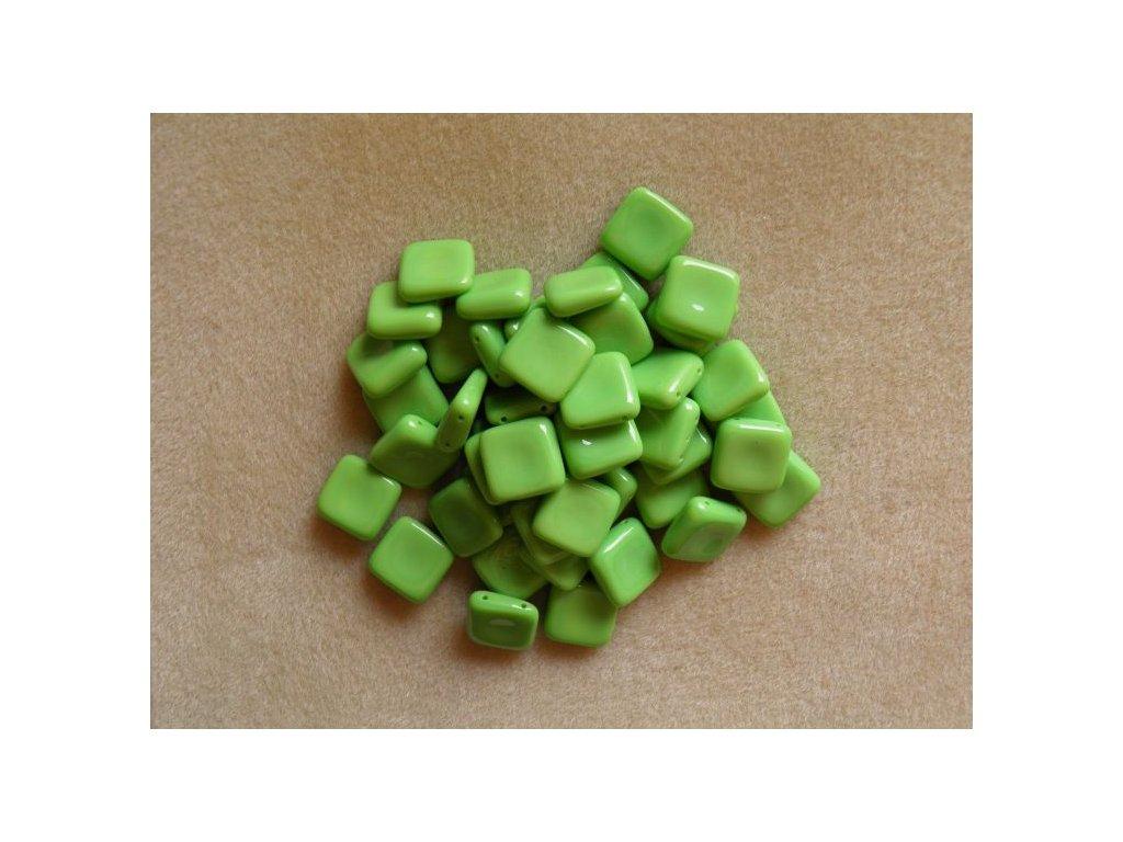 Korálky mačkané - čtverečky dvoudírové - pastelově zelená (MKL50/1)