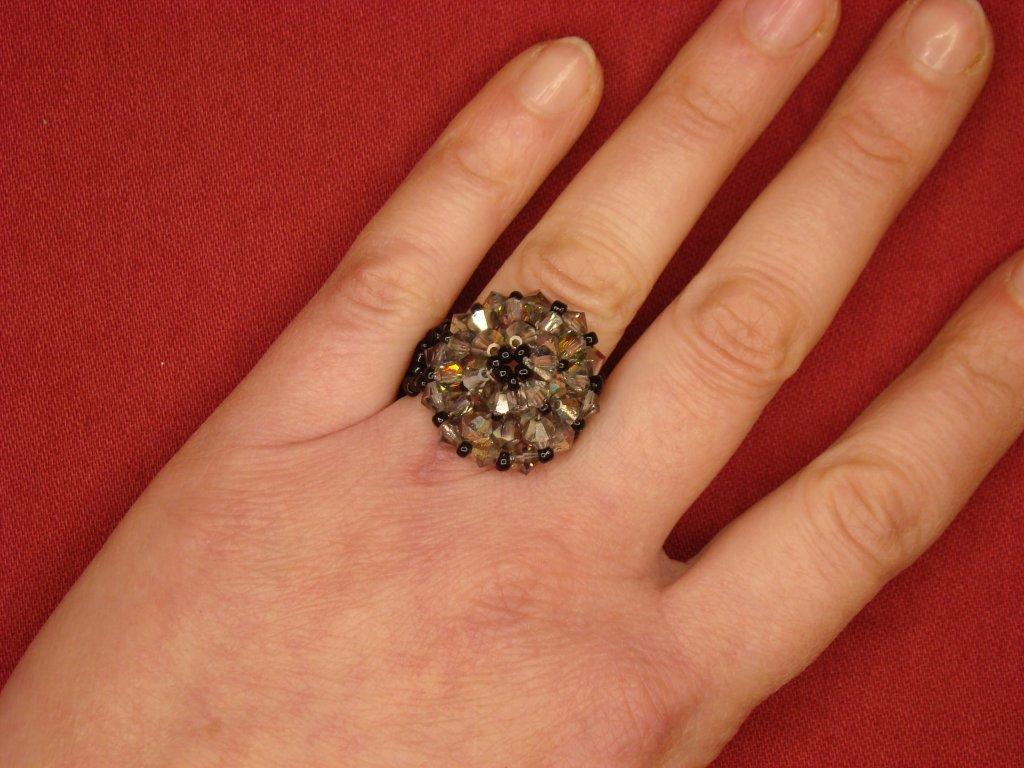 Korálkový prstýnek černý