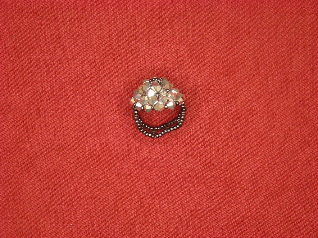 Korálkový prstýnek šedý