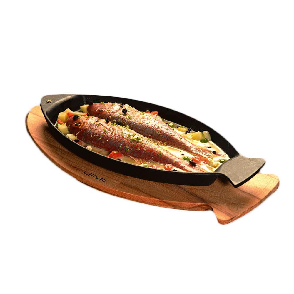 """LAVA METAL Litinová pánev """"ryba"""" 15x24cm s dřevěným podstavcem"""