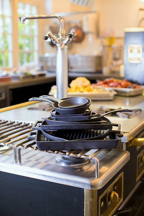 LAVA METAL Litinový servírovací talíř 17x25 cm