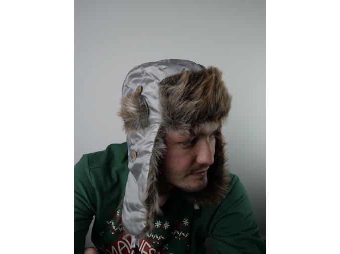 Šedá čepice s kožíškem