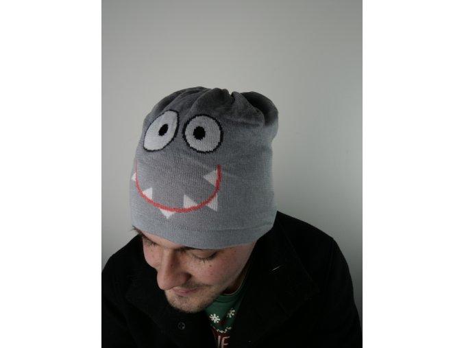 Šedá čepice s obličejem