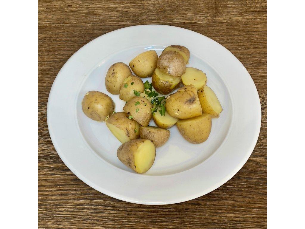 Nové brambory vařené ve slupce