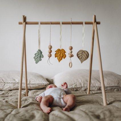 hračky na hrazdičku z vlněné plsti