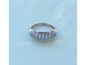 Zlatý prsten - bílý se zirkony