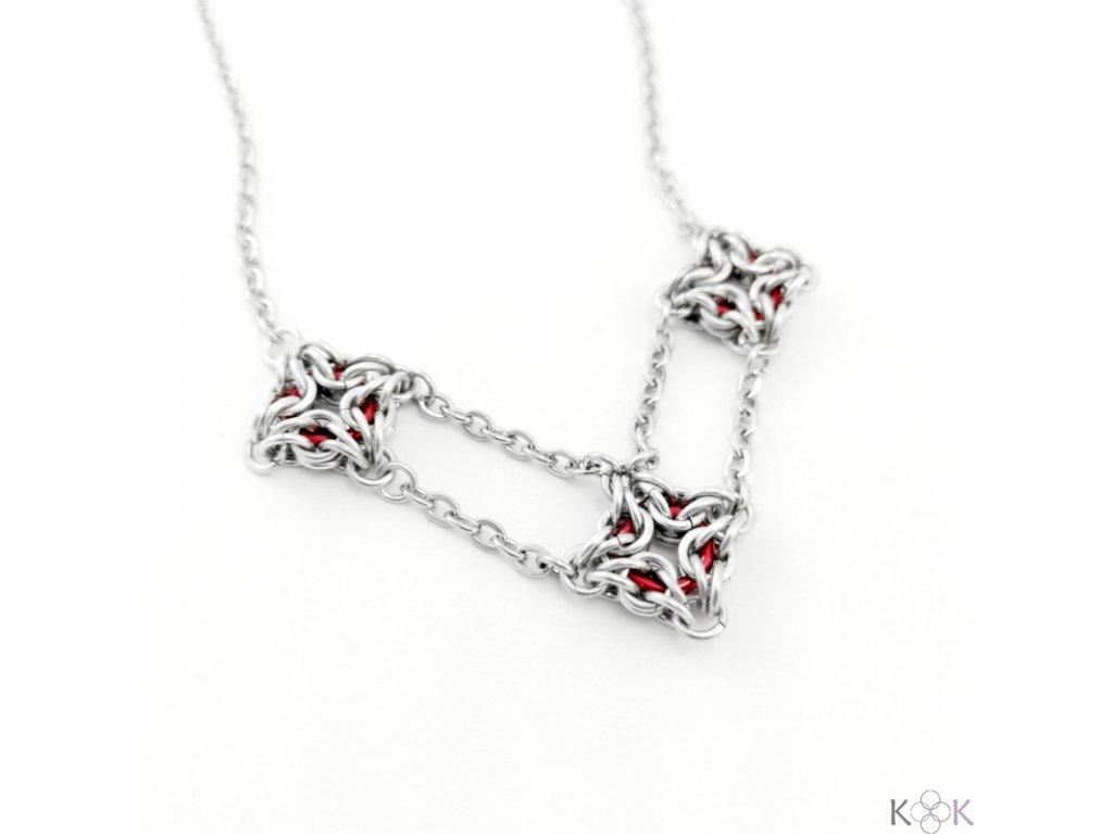 Tři spoutaní náhrdelník (7)