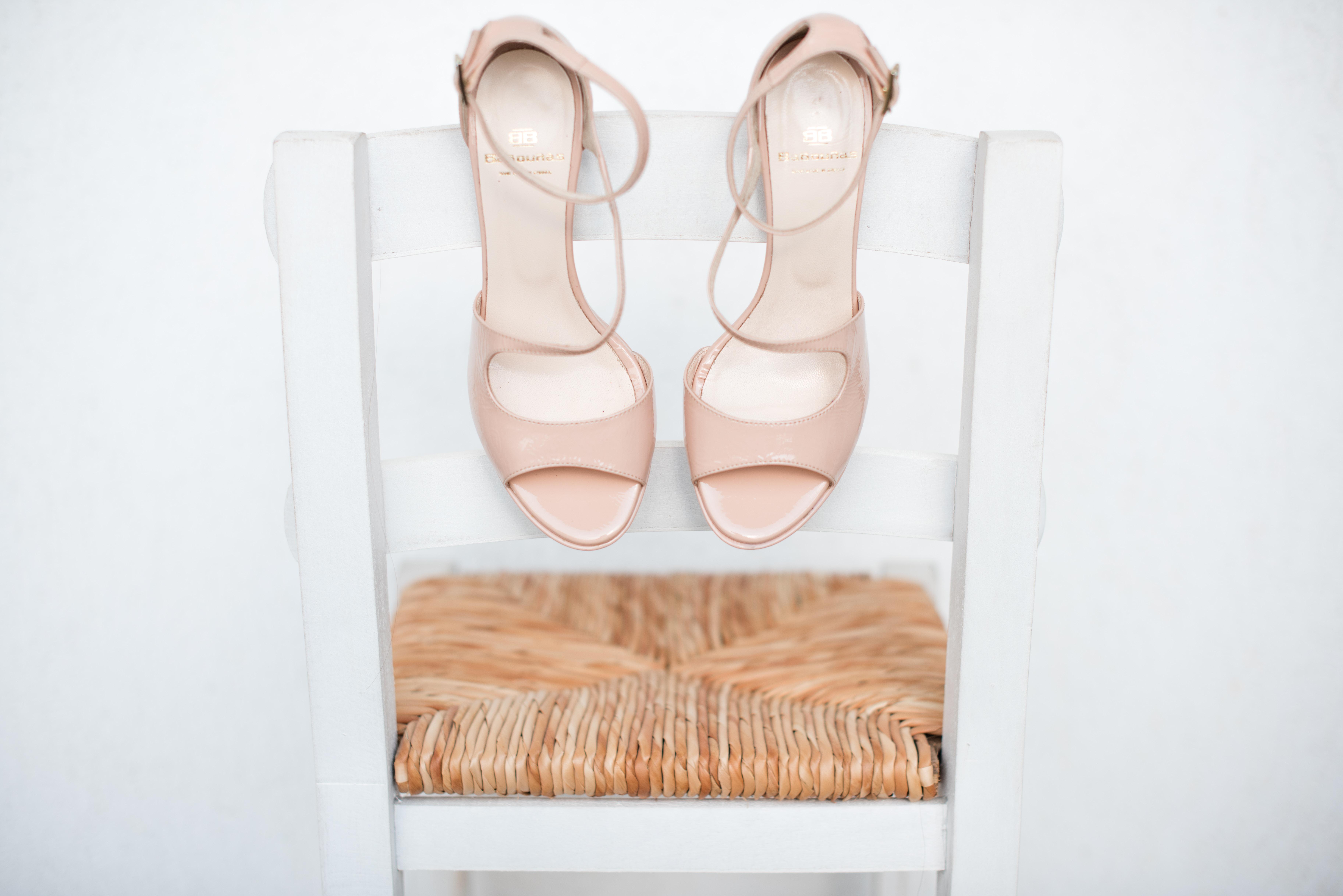 Otevřené lodičky a sandály na podpatku: Ideální letní obuv do kanceláře