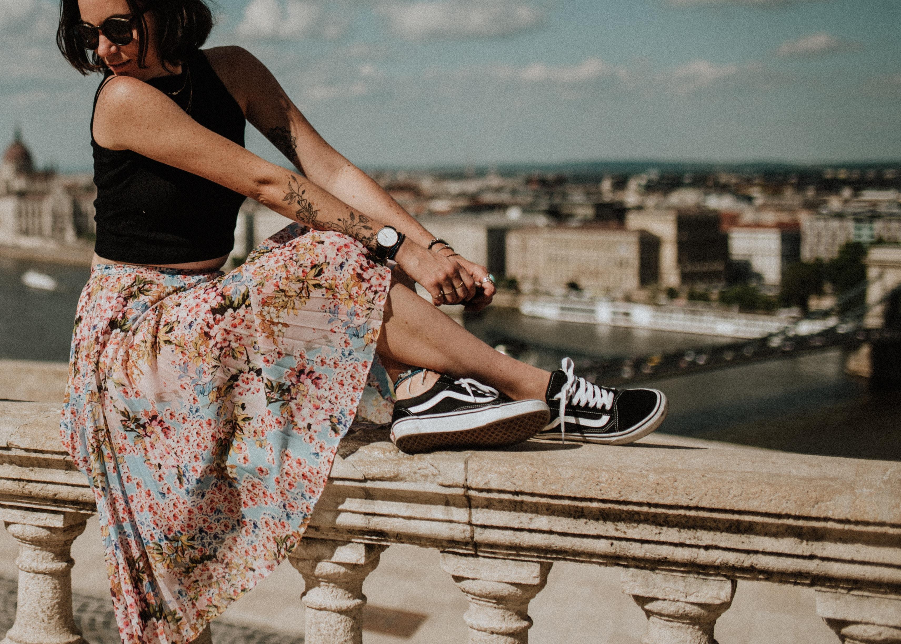 Jak nosit kožené tenisky? Tuto stylovou dámskou obuv si můžete vzít prakticky ke všemu