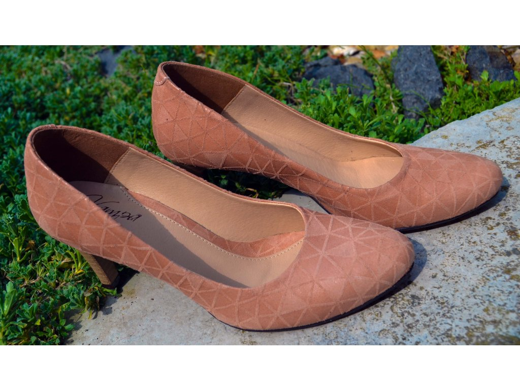Dámské boty na podpatku a na klínku: Podívejte se na jaro z výšky