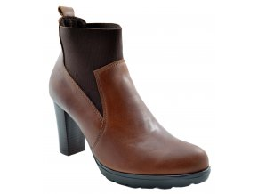 676 hneda vysoka podzimni obuv na podpatku nazouvaci s gumou kozene kozacky