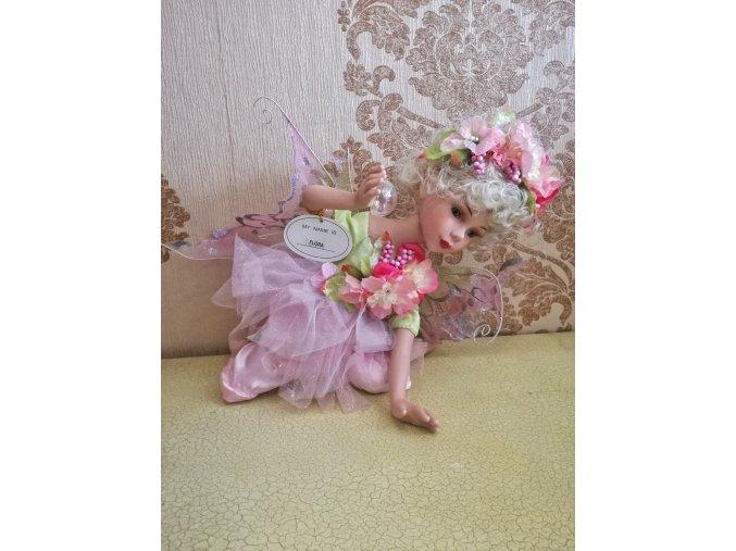 Flora růžová porcelánová panenka - Ross stewart