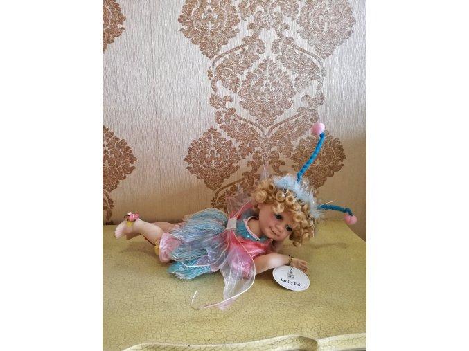 Víla Lying porcelánová panenka Ross Stewart
