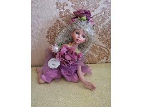 Flora fialová porcelánová panenka - ross Stewart
