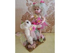 Víla s medvídkem porcelánová panenka Ross Stewart