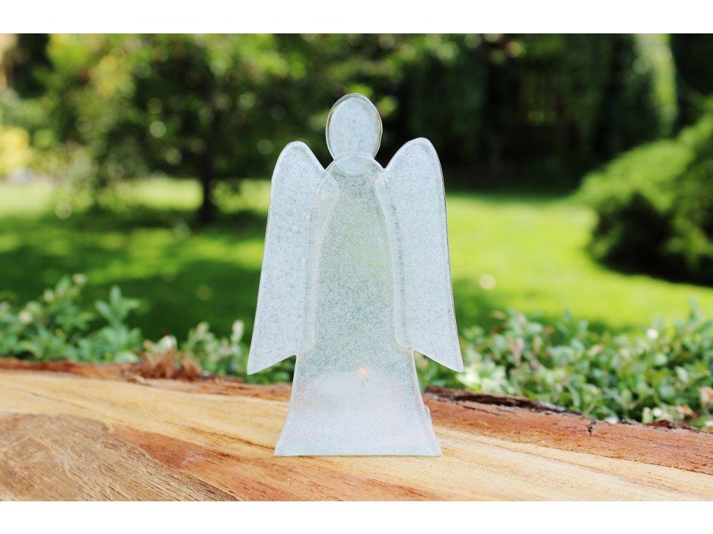 bílý anděl svícen