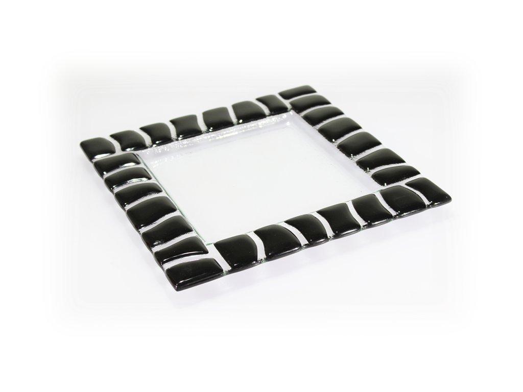 skleněný talíř černý