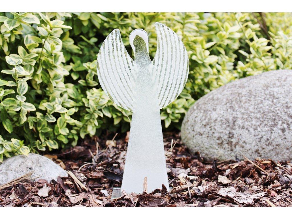 velký skleněný anděl bílý