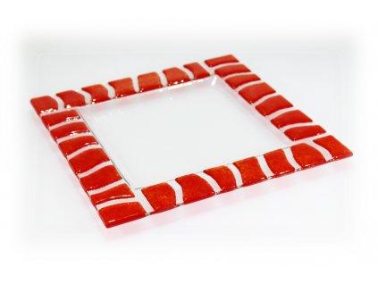 červený talíř lehaný