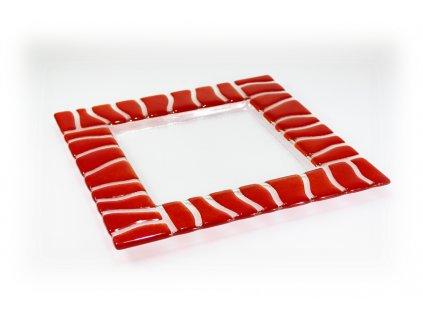červený tác skleněný