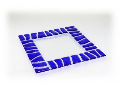 modrý skleněný tác