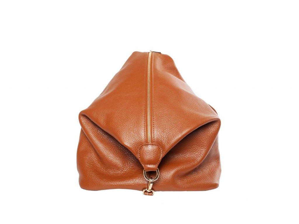 Hnědý kožený batůžek