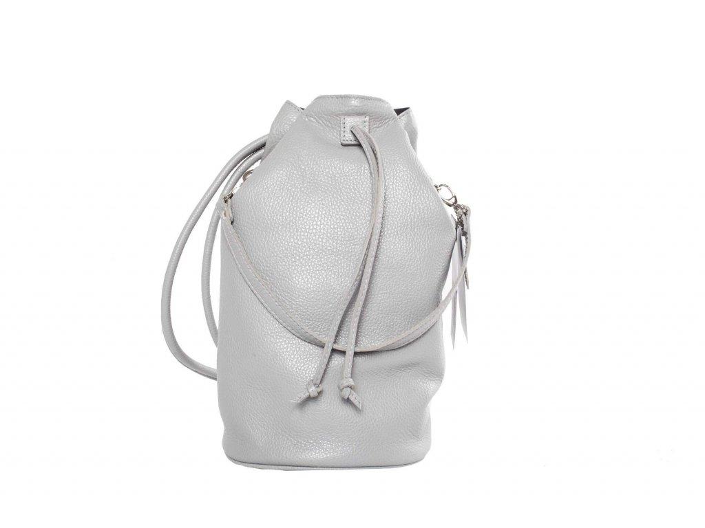 Světle šedý kožený batůžek