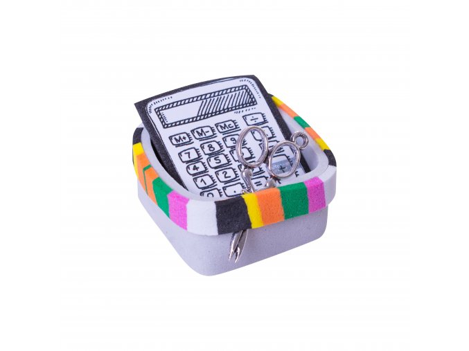 Košík s kalkulačkou