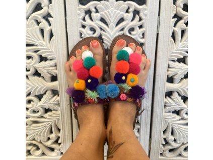 Sandály s pompony - Sura