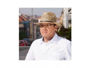 Pánský klobouk z mořské trávy zdobený páskem