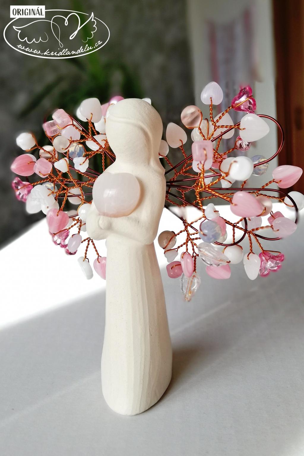 Anděl s růženínovým srdcem něha a jemnost 11cm