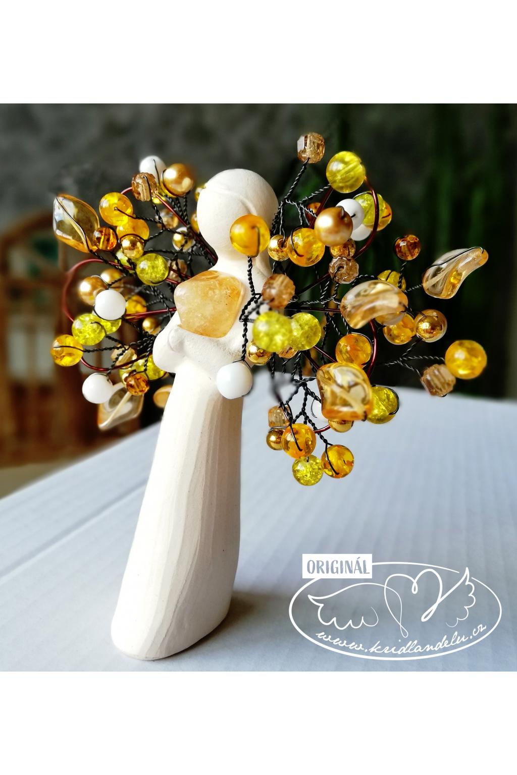 Anděl s citrínem a křídly z korálků 11cm