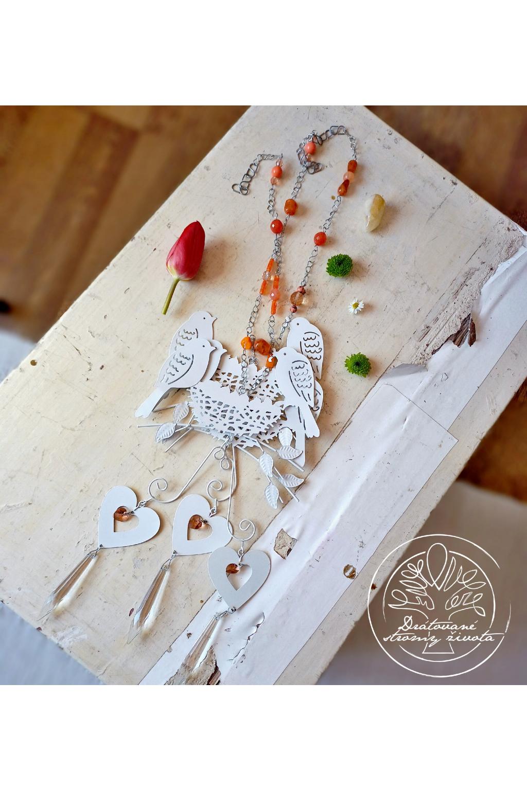 Závěs s ptáčky a srdcem Swarovski - oranžový 55cm