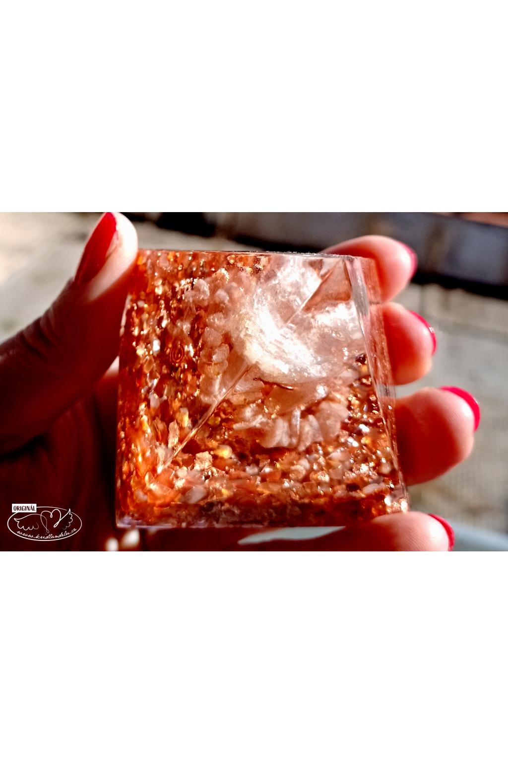Orgonitová pyramida - vitalita a nezdolná energie s Karneolem