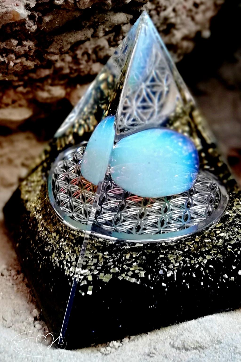 Orgonitová pyramida - magická ochrana a intuice ,s Opalitem